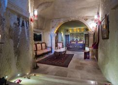 艾丽卡洞穴套房酒店 - 内夫谢希尔 - 大厅