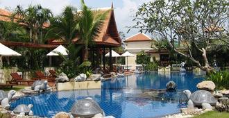 梅尔皮姆度假村酒店 - 罗勇 - 游泳池