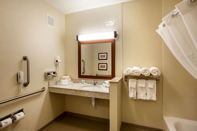 大学康福特套房酒店 - 林肯 - 浴室