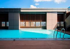 台北凯达大饭店 - 台北 - 游泳池