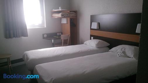 阿莱尼斯尼姆中心住宿加早餐酒店 - 尼姆 - 睡房
