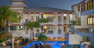 富豪道格拉斯港酒店 - 道格拉斯港 - 游泳池