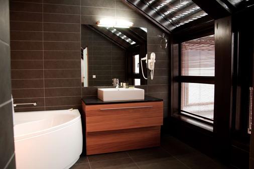 弗罗茨瓦夫市中心格拉纳达套房酒店 - 弗罗茨瓦夫 - 浴室