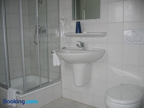 菲尔德帕斯特机场酒店 - 斯图加特 - 浴室
