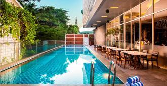 格玛腰兰瑞士贝林酒店 - 雅加达 - 游泳池