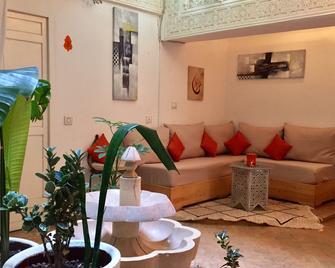 里亚德肉桂橙色酒店 - 索维拉 - 客厅
