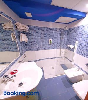 巴黎中心酒店 - 萨拉戈萨 - 浴室