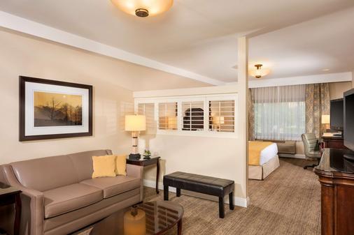 安大略米尔斯购物中心艾瑞斯套房酒店 - 安大略 - 客厅