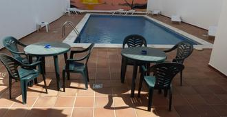 霍利松特旅馆 - 圣安东尼奥 - 游泳池