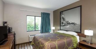 庞帕诺比奇温德姆速 8 酒店 - 帕诺滩 - 睡房