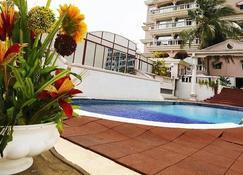 恩加利埃马度假村俱乐部 - 阿比让 - 游泳池