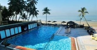 海上公主酒店 - 孟买 - 游泳池