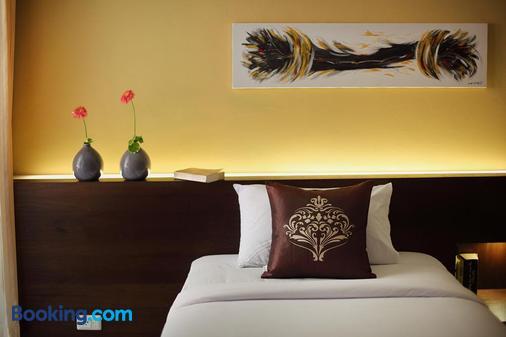 桑空普莱斯酒店 - 普吉岛 - 睡房
