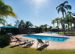 卡尔巴里棕榈度假酒店 - 卡尔巴里 - 游泳池