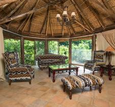 姆蓬戈私人动物保护区顶级度假村