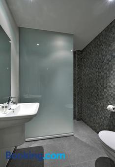 中央酒店 - 科特赖克 - 浴室