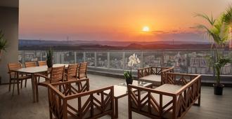 伊斯坦布尔萨默塞特马斯拉克公寓式酒店 - 伊斯坦布尔 - 阳台