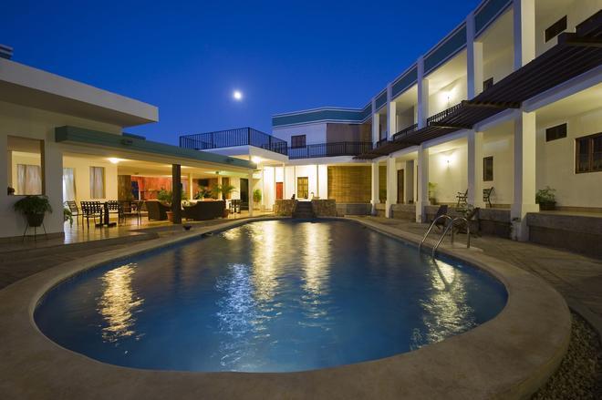 莫松特酒店 - 馬拿瓜 - 游泳池