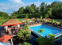 皇家托拉里卡酒店 - 帕拉马里博 - 游泳池