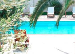 赫默萨别墅酒店 - 切萨雷奥港 - 游泳池