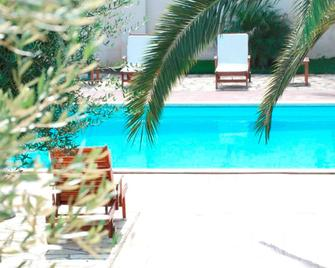 Villa Hermosa Resort - 切萨雷奥港 - 游泳池