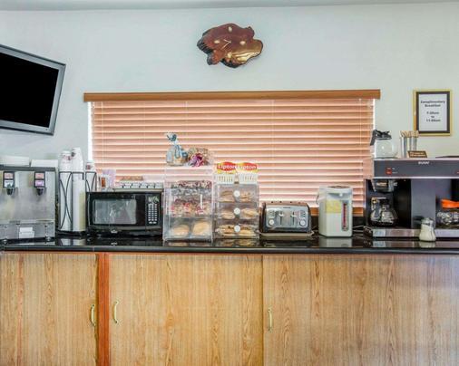 罗德威新港旅馆 - 新港 - 自助餐