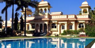 贾斯塔拉普塔纳度假酒店 - 乌代浦 - 游泳池