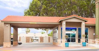 帕萨迪纳-洛杉矶地区速8酒店 - 帕萨迪纳 - 建筑