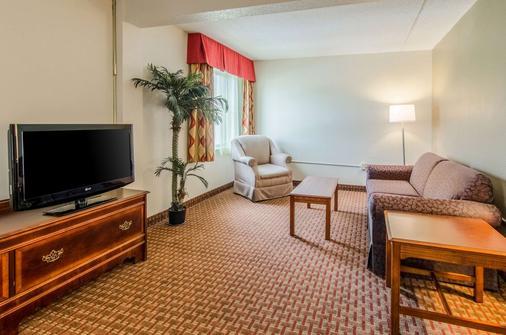 列克星敦品质酒店及套房 - Lexington - 客厅