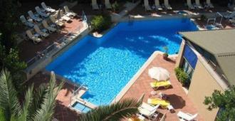 阿尔德罗万迪城市套房酒店 - 罗马 - 游泳池