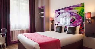 利摩日圣马蒂亚勒原创城市酒店(国际酒店) - 里摩日 - 睡房