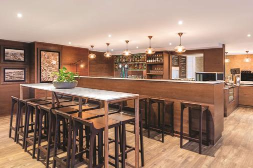 奥克兰布里特马特阿迪娜公寓式酒店 - 奥克兰 - 酒吧