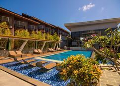 顶峰酒店 - 长滩岛 - 游泳池