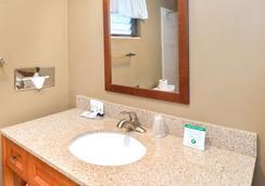 斯文兹加德丹麦小屋美洲最佳价值酒店 - 索尔万 - 浴室