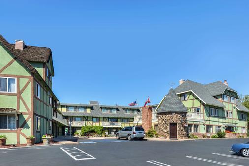 斯文兹加德丹麦小屋美洲最佳价值酒店 - 索尔万 - 建筑