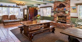 斯文司格德小屋 - 美国最佳价值套房酒店 - 索尔万 - 餐厅