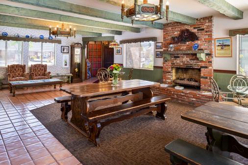 斯文兹加德丹麦小屋美洲最佳价值酒店 - 索尔万 - 餐厅