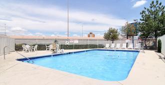 阿尔伯克基城6号汽车旅馆 - 阿尔伯克基 - 游泳池