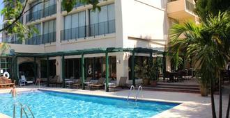 考特利酒店及套房 - 金斯敦