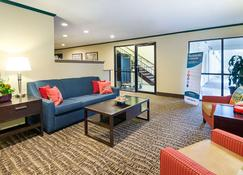 普林斯顿品质酒店 - 普林斯顿(西弗吉尼亚州) - 客厅