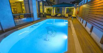 马尔马里斯海滩酒店 - 马尔马里斯 - 游泳池