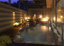 高松酒店 - 草津町 - 游泳池