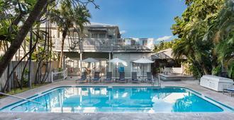 最南端成人独家酒店 - 基韦斯特 - 游泳池