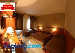卢克索酒店 - 那不勒斯 - 睡房