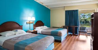 华美达费城东北酒店 - 费城 - 睡房