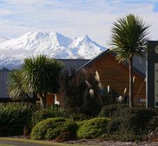 新西兰山峰汽车旅馆
