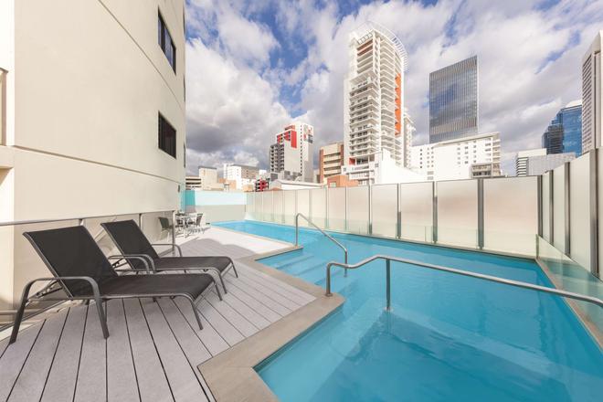 珀斯巴拉克广场阿迪纳公寓酒店 - 珀斯 - 游泳池