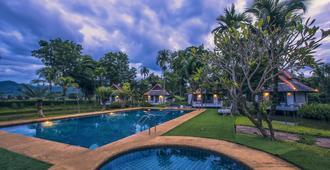 布拉浪帕度假村 - 拜县 - 游泳池