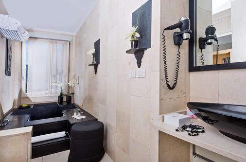 卡普里滨海别墅酒店 - 卡普里岛 - 浴室
