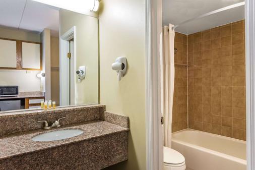 弗吉尼亚海滩戴斯酒店 - 弗吉尼亚海滩 - 浴室